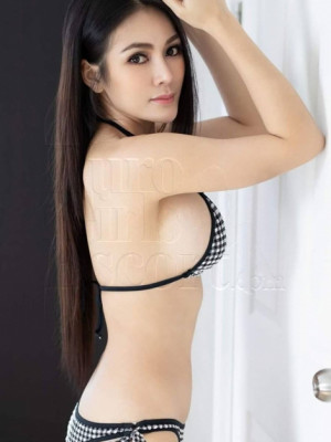 Girl Escort Lucy & Call Girl in Damansara